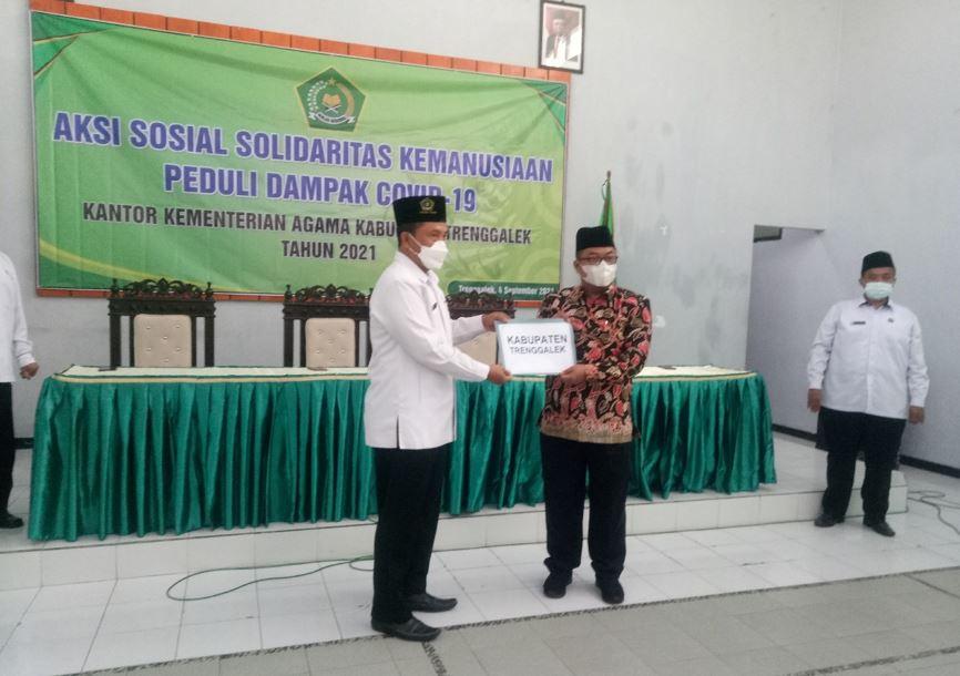 Kanwil Kemenag Jawa Timur Salurkan Bantuan Terdampak Gempa Bumi di Kemenag Kab Trenggalek